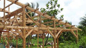 MAL 092018 – charpente traditionnelle en bois peint et ferme et panne pour salle de réception 324m2-min